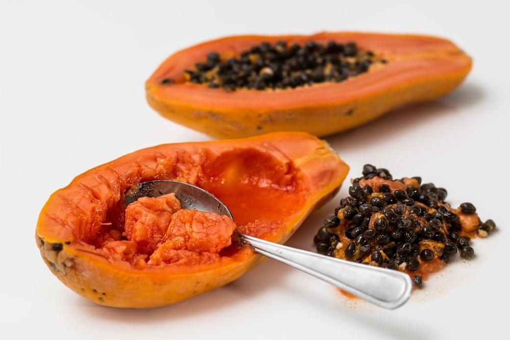 Перед едой из папайи удаляют семена.