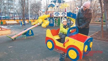 Площадка на ул. 2-я Филёвская, д.5, корп.1, теперь одна излюбимых у детворы района.