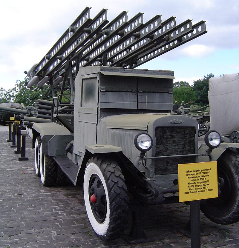 Реактивный гвардейский миномёт БМ-13 «Катюша» на шасси трехосного (6х4) грузовика ЗИС-6.