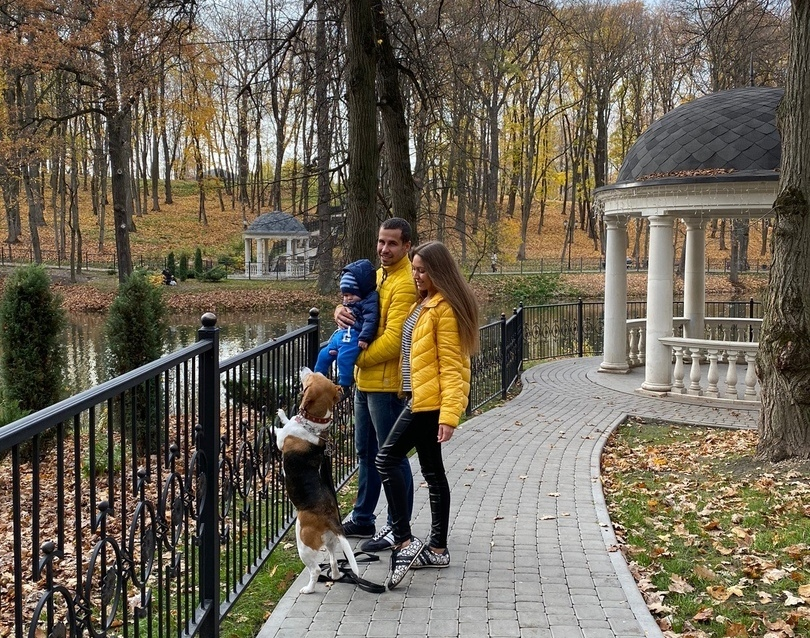 Семья Шингалеевых на прогулке.