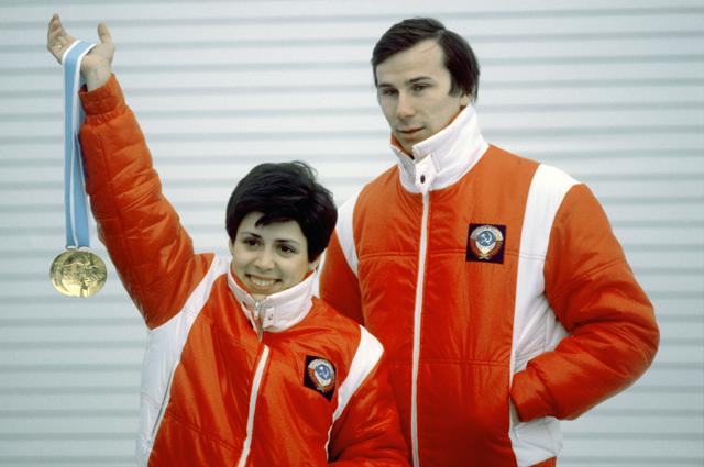 Чемпионы XIII Олимпийских игр в Лейк-Плейсиде в парном катании Ирина Роднина и Александр Зайцев.