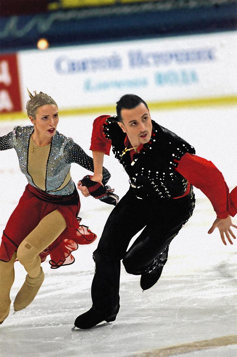 Российские фигуристы Ирина Лобачёва и Илья Авербух во время выступления на XIX Зимних Олимпийских играх в Солт-Лейк-Сити (США), где они стали серебряными призёрами в танцах на льду. 2002 год.