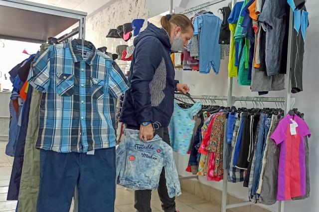 Две категории покупателей: молодежь, гоняющаяся за брендами и те, кто хочет сэкономить.