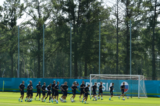 Игроки сборной России на тренировке перед матчем 3-го тура группового этапа чемпионата Европы по футболу 2020 против сборной Дании.