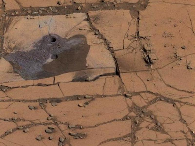 На поверхности планеты есть очертания, напоминающие русла рек