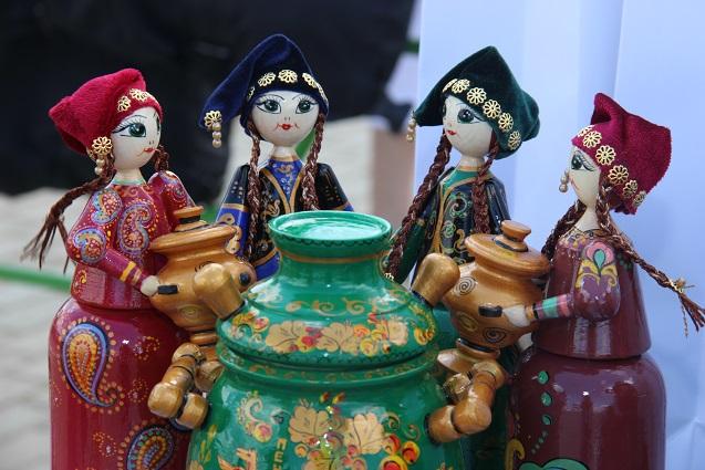 У татар молодая жена должна прежде всего проявить себя как хорошая хозяйка.