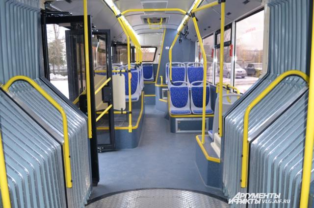 В автобусе 34 сидячих места.