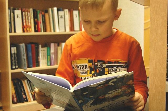 Считается, что ребенок должен научиться читать еще до школы.