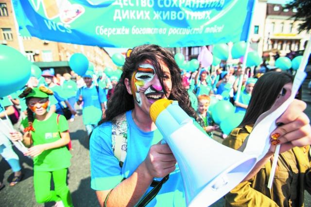 Карнавал на улице радовал и участников, и зрителей.