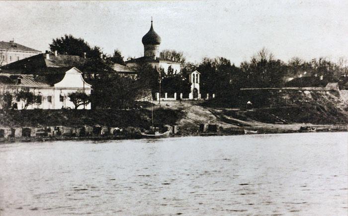 Окуневский бани (слева) на старинной фотографии.