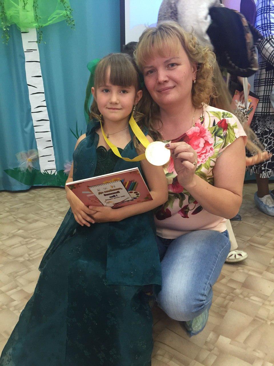 Наталья Богачева стала для Ксюши и Жени настоящей мамой.