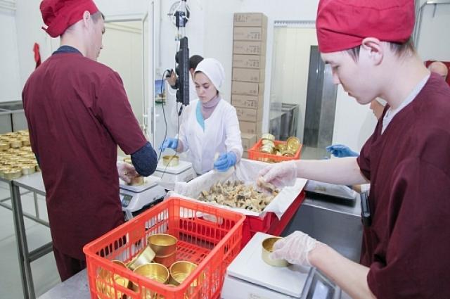 Для линейки новой продукции артель закупает сырьё на салехардской осетровой ферме.