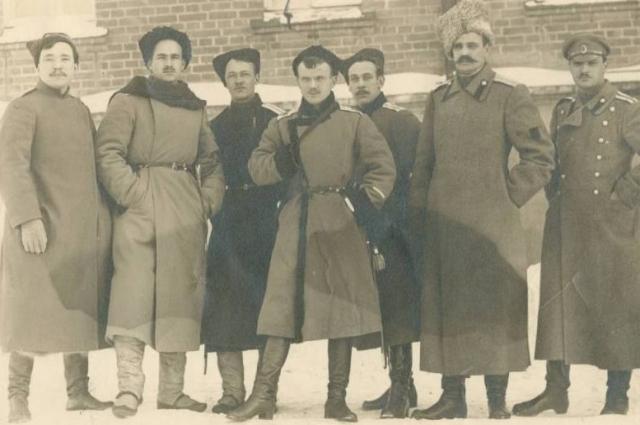 Атаман Семёнов с соратниками. Рядом слева - атаман Калмыков.