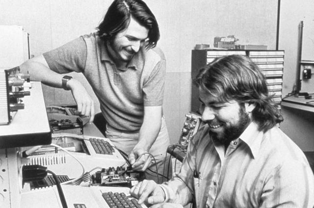 Стив Джобс и Стив Возняк. 1976 год.