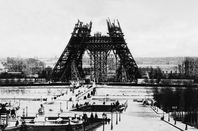 Строительство Эйфелевой башни. 1888 год.
