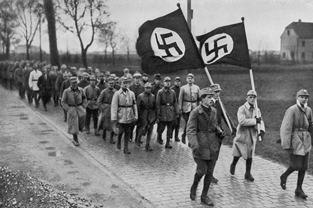 Отряды партии НСДАП идут на Берлин. Пивной путч, 1923 год