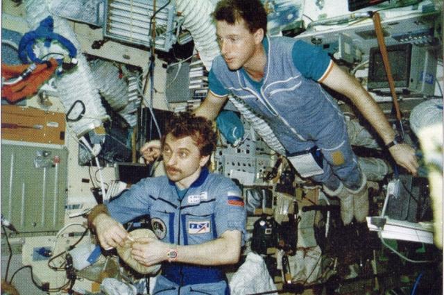 Лазуткин был бортинженером на космическом корабле «Союз ТМ-25».