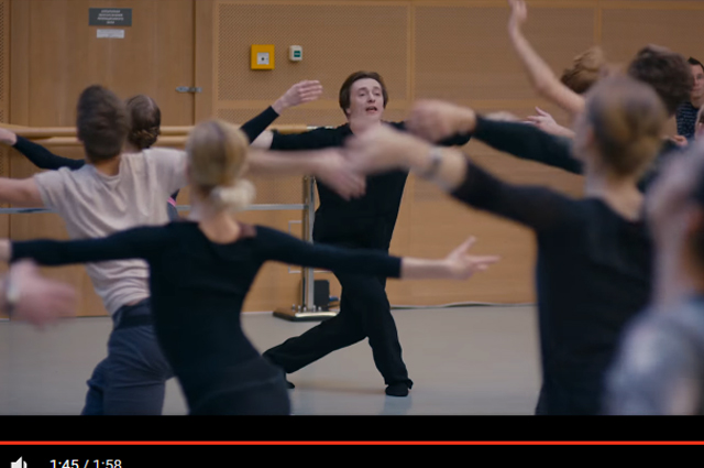 Сергей Безруков снимался в большинстве танцевальных сцен. Иногда его подменял дублер – премьер Мариинского театра Денис Матвиенко.