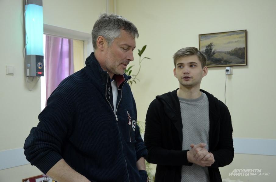 Блогер Руслан Соколовский после оглашения приговора посетил екатеринбургский хоспис.