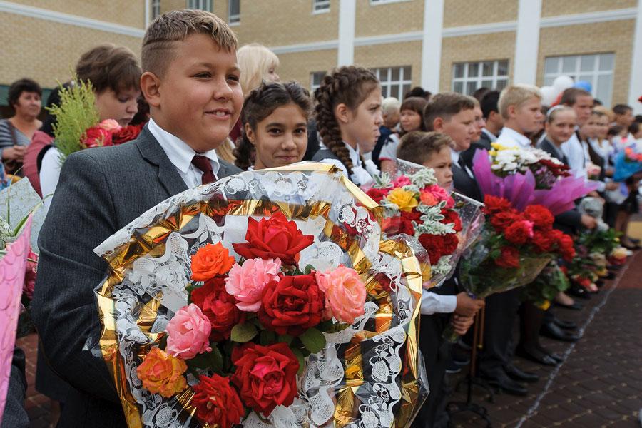 Торжественную линейку посвятили началу нового учебного года и открытию новой школы.