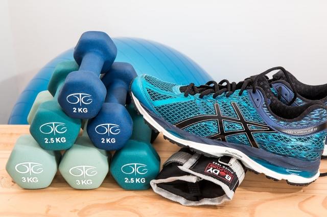 Кроссовки для фитнеса должны закрывать голеностоп.