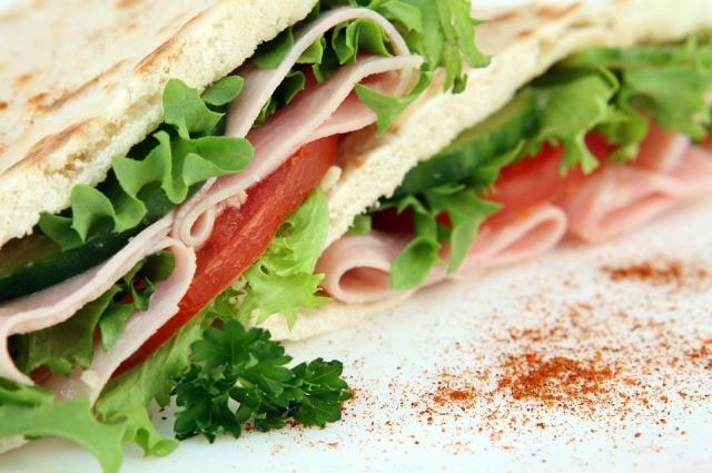 В Испании тосты натирают чесноком и помидорами.