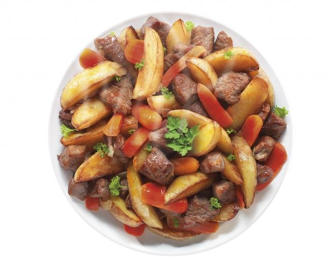 Блюда из мраморной говядины с гарниром приготовлены из отборного мяса собственного производства, с добавлением овощного гарнира и пряных специй.