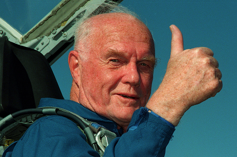Джон Гленн стал самым пожилым человеком, побывавшим в космосе, 1998 год