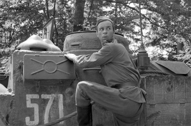 Олег Борисов в фильме «На войне как на войне», 1968 год.