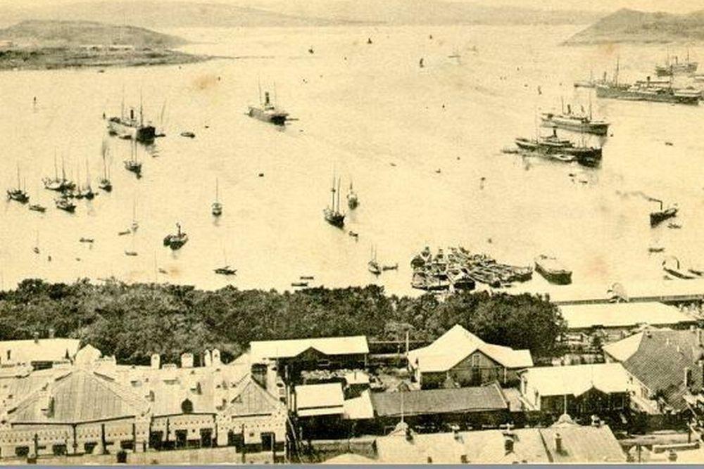 Жизнь в городе концентрировалась вокруг порта.