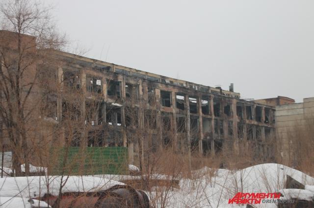 Здание на территории завода РТИ.