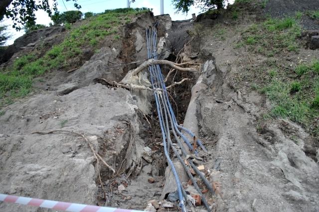 С насыпи моста на проспекте Стачки сошла сель.