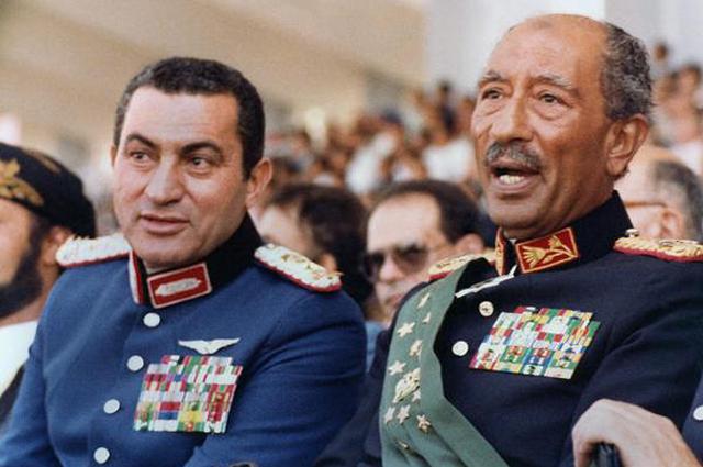 Вице-президент Мубарак и президент Египта Анвар Аль-Садат в 1981 году.