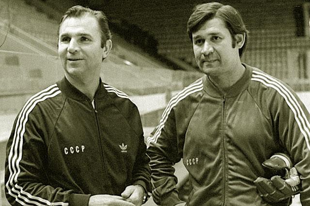 Тренеры сборной команды СССР по хоккею Виктор Тихонов и Владимир Юрзинов. 1978 год