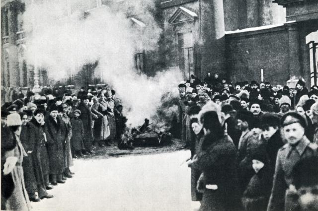 Собравшиеся приняли решение распустить местную власть и полицию