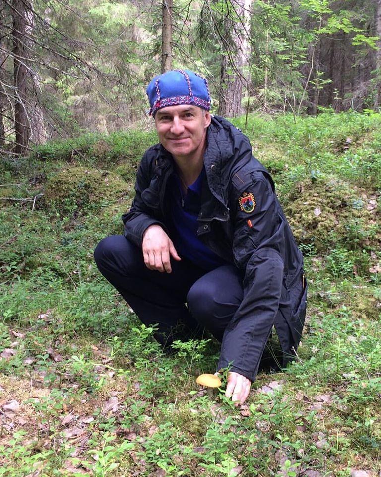 В ходе своей избирательной кампании нынешний глава Карелии Артур Парфенчиков активно использовал обращение к национальным корням жителей региона