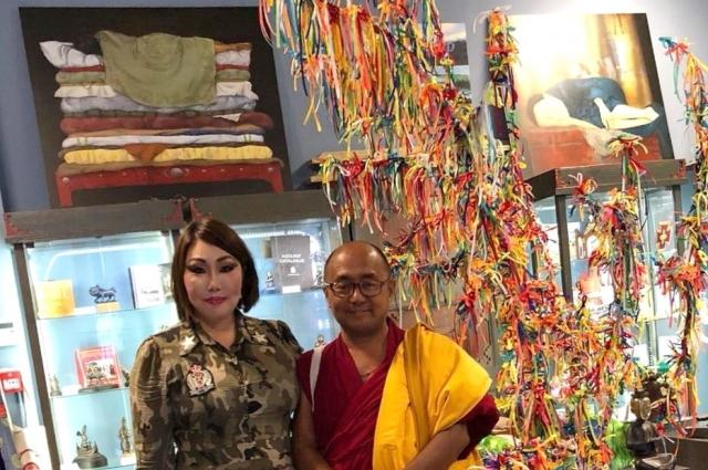 У Саяны Ванчиковой много фотографий с буддистами.