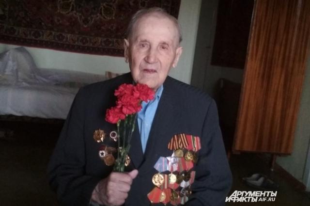 Ветеран вспоминает начало войны, как шли с друзьями с выпускного и увидели самолёты.