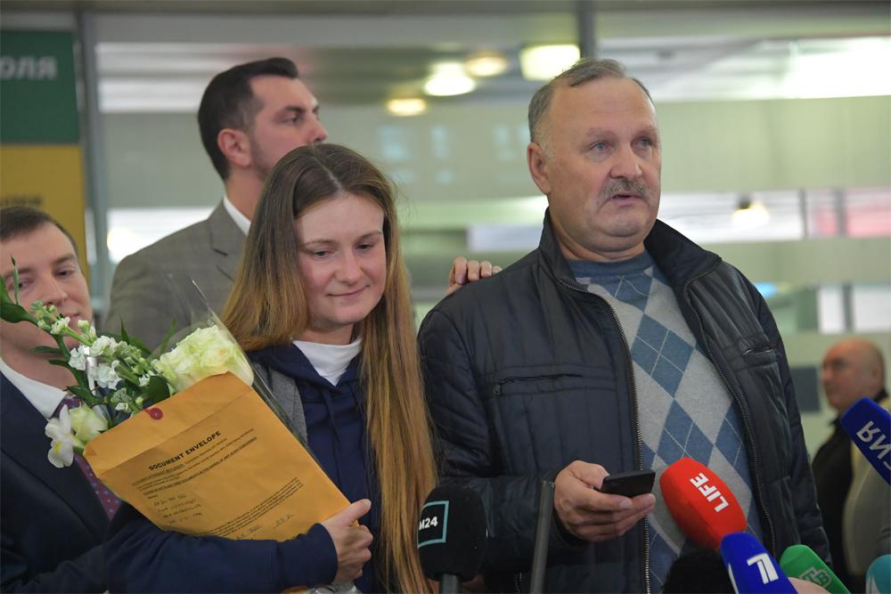 Мария Бутина после освобождения, сотцом ваэропорте «Шереметьево».
