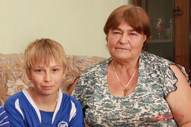 Бабушка и внук надеятся на скорейший мир на Украине
