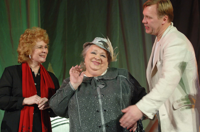 Людмила Нильская, Наталья Крачковская и Алексей Журавлев (слева направо). Сцена из спектакля «Безумства любви», 2008 г.