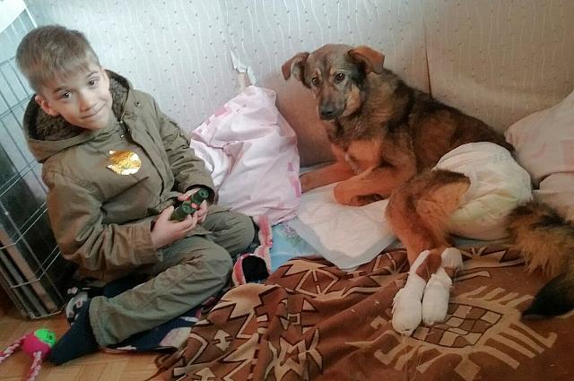 Мальчик с мамой уже навестил Сеню в реабилитационном центре.