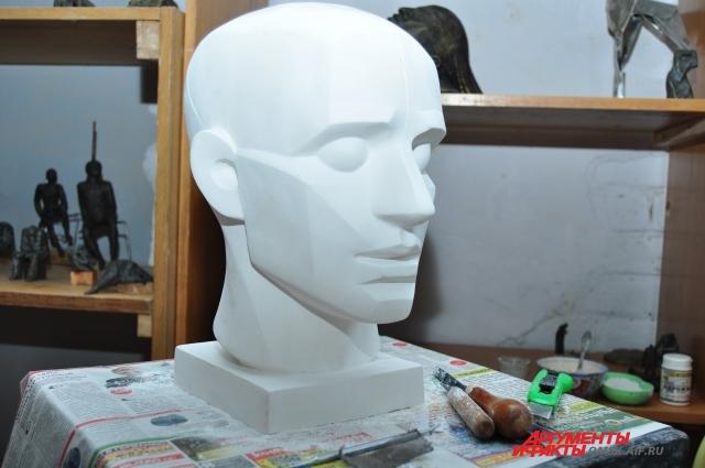 Всю жизнь женщина создаёт скульптуры.