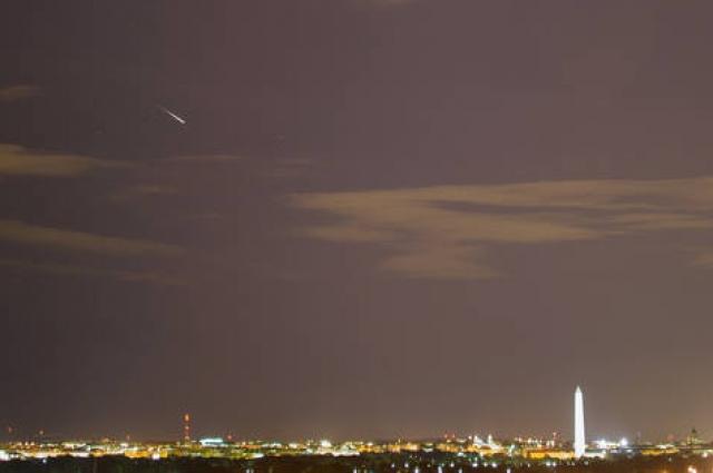 Несколько лет назад астрономы запечатлели звезду Персеид вблизи от Вашингтона.