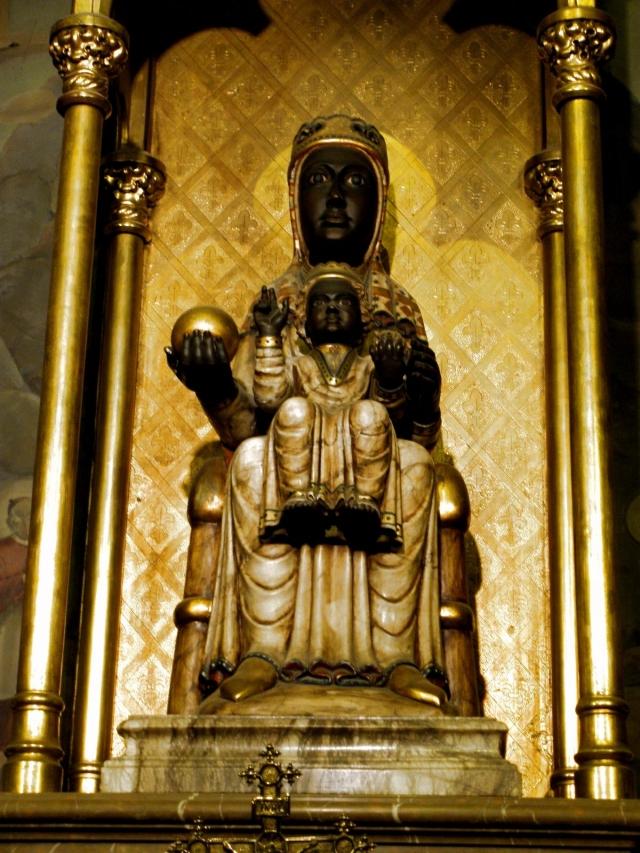 Статуя Девы Марии из монастыря Монсерат, почитаемая чудотворной.