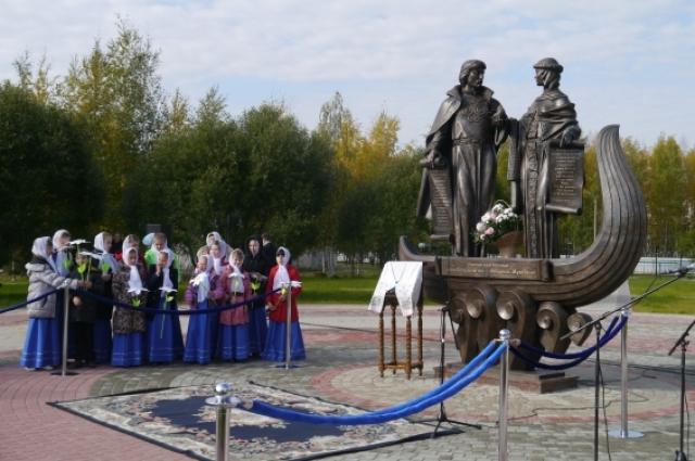 «Алея новобрачных» в Урае. Автор: Володя Саргсян.