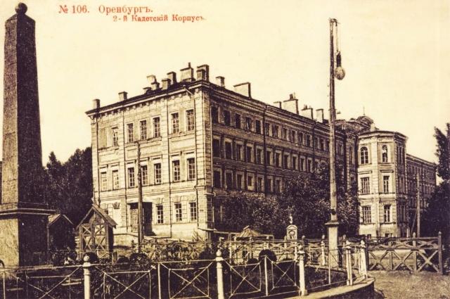 так выглядело здание в конце XIX века.