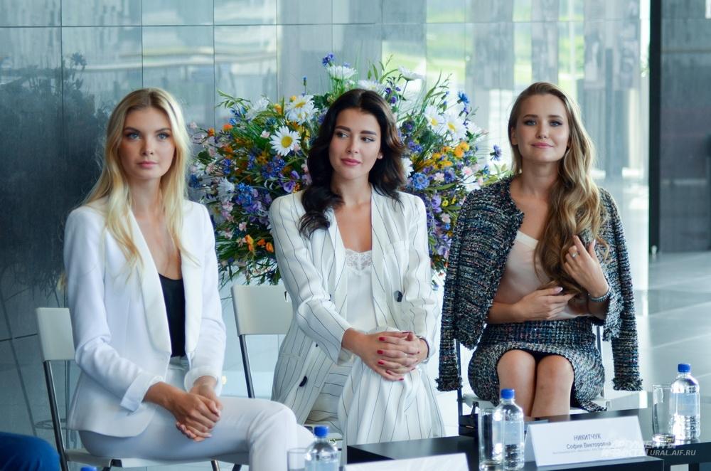 Полина Попова, София Никитчук и Елизавета Аниховская (слева направо) – члены жюри «Мисс Екатеринбург 2017».