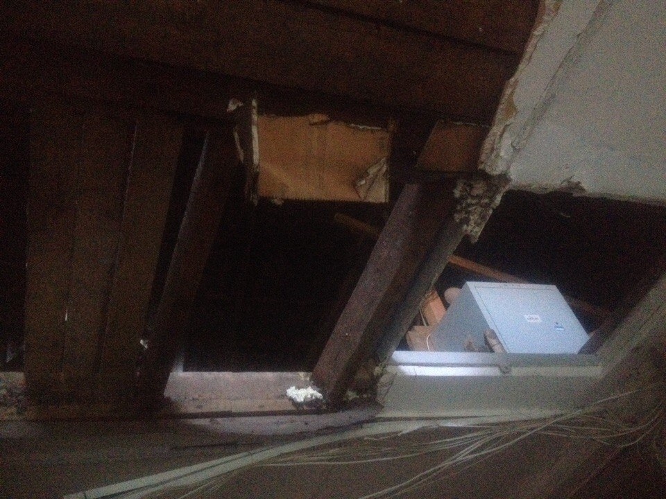 В общежитии на Эльмаше рухнул потолок
