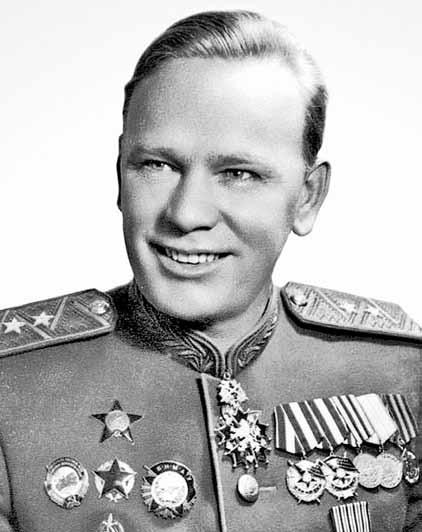 Орденами Фитина в 6 лет играл внук.